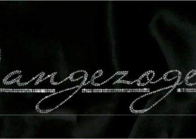 angezogen-800